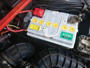 ランチア テーマ 8.32 バッテリー交換