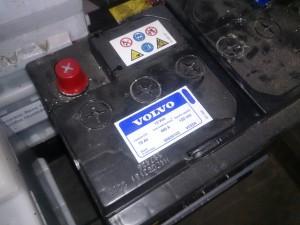 VOLVO V70 バッテリ-交換