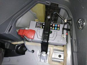 プリウスα ZVW40 バッテリー 交換