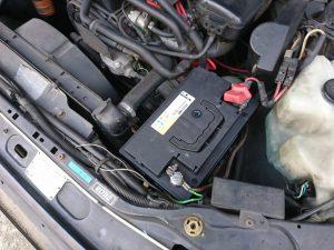 プジョー 505 バッテリー交換
