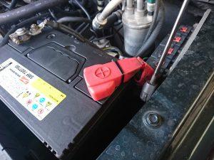 ジープ チェロキー KJ リバティ バッテリー交換