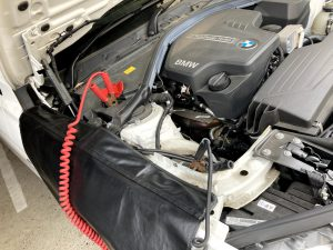BMW 320i(F30)のバッテリー交換