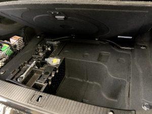 ベンツ E400 ハイブリッド W212 バッテリー 交換