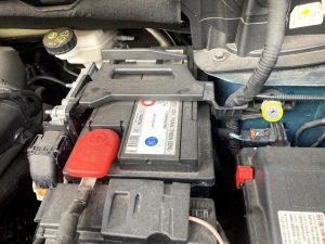 プジョー5008のバッテリー交換