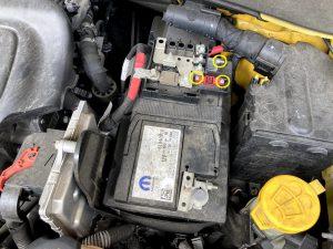 Jeep ジープ レネゲード バッテリー交換